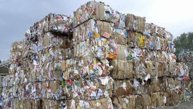 Weil auch coronabedingt mehr online eingekauft wird, steigt die Zahl der entsorgten Kartons (Bild: Energie AG)