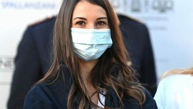 Krankenschwester Claudia Alivernini erhielt in Italien die erste Dosis des Pfizer-BioNTech-Impfstoffes. (Bild: ANDREAS SOLARO/AFP)