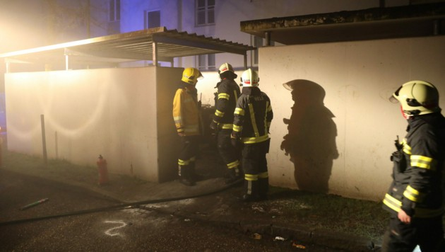 Gleich mehrere Müllcontainerbrände beschäftigten in der Silvesternacht die Welser Polizei: Brandstiftungen!