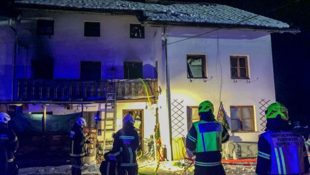 Die im Haus befindlichen Personen konnten sich rechtzeitig in Sicherheit bringen. (Bild: zeitungsfoto.at/Liebl Daniel)