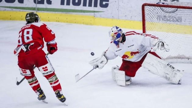 Trotz starker Leistung von Zweier-Goalie Jesper Eliasson (re.) verloren die Bulls gegen Bozen. (Bild: GEPA pictures/ Jasmin Walter)