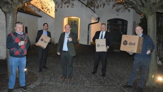 Weinmessen gibt es vorerst keine. Die edlen Tropfen kommen derzeit per Paket. (Bild: Wein Burgenland)