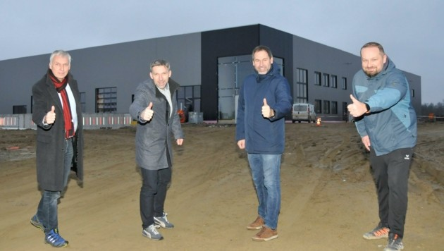 Wollen mit dem neuen Werk durchstarten: Die Gesellschafter Christian Rada, Markus Böhm, Christian Weber und Geschäftsführer Manfred Schinko (von links). (Bild: René Denk)