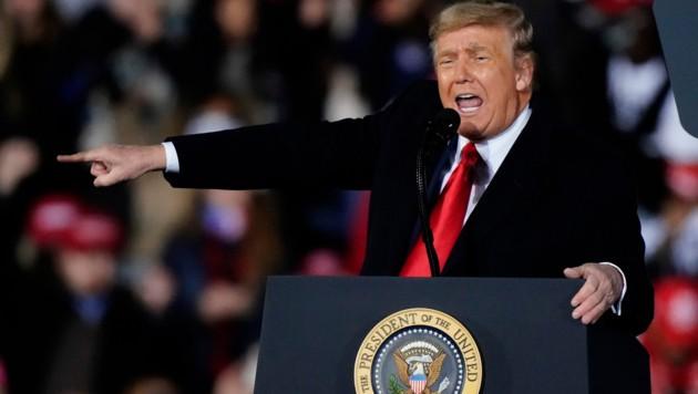 Donald Trump bei einer Wahlkampfveranstaltung in Dalton kurz vor zwei Stichwahlen für den US-Senat in Georgia (Bild: The Associated Press)