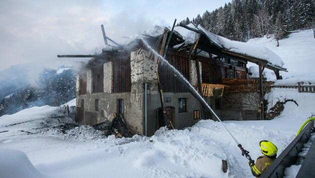 Bei dem Brand standen mehrere Feuerwehren im Einsatz.