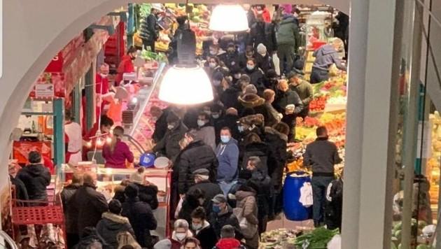 Dichtes Gedränge herrschte am Dienstag trotz des Lockdowns am Wiener Meiselmarkt. (Bild: Jovica Jankovic)