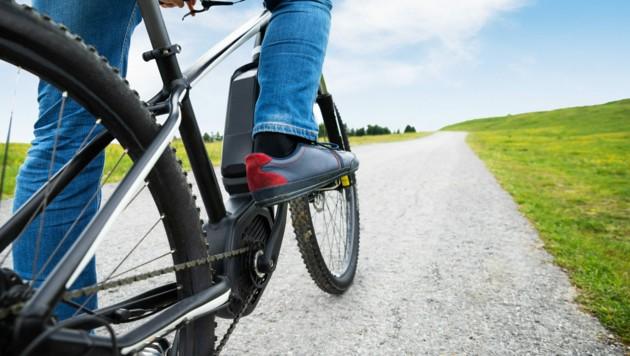 Elektro-Fahrräder sind mittlerweile sehr beliebt (Symbolbild). (Bild: ©Andrey Popov - stock.adobe.com)