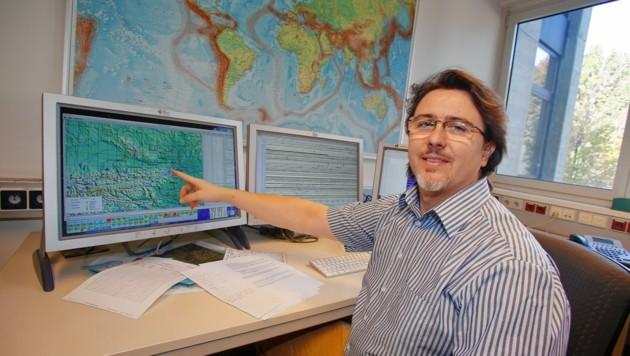 Anton Vogelmann (53) arbeitet beim Erdbebendienst und hat dieser Tage allerhand zu tun. (Bild: Martin A. Jöchl)