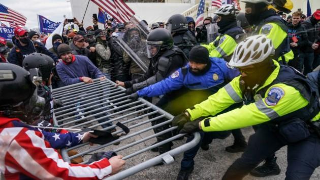Radikale Trump-Anhänger hatten am 6. Jänner das Kapitol gestürmt. (Bild: Associated Press)