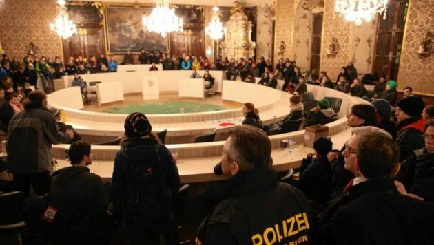 Im Dezember 2013 besetzten Studenten kurzzeitig den Sitzungssaal im steirischen Landtag