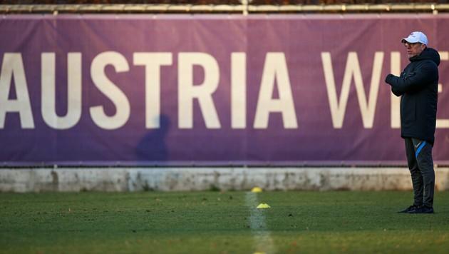 Austria-Trainer Peter Stöger blickt in einer ungewisse Zukunft. (Bild: GEPA pictures)