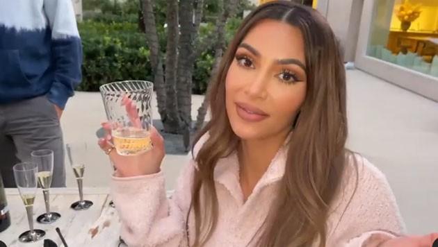 "Kim Kardashian am letzten Drehtag ihrer Serie ""Keeping Up With the Kardashians"" (Bild: www.instagram.com/kuwtk)"
