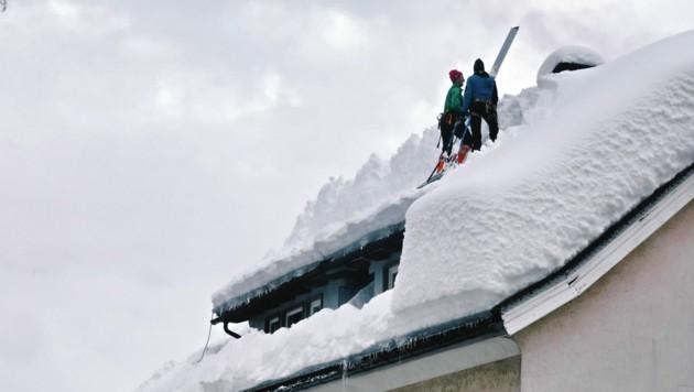 Stefan Hofer und sein Team von von alp-in im Dach-Einsatz. (Bild: Hannes Wallner)