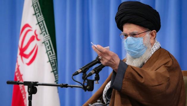 Ajatollah Ali Khamenei will keine Corona-Impfstoffe aus Großbritannien und den USA. Ein kubanischer Impfstoff darf aber laut jüngsten Meldungen durchaus im Iran getestet werden. (Bild: AFP)