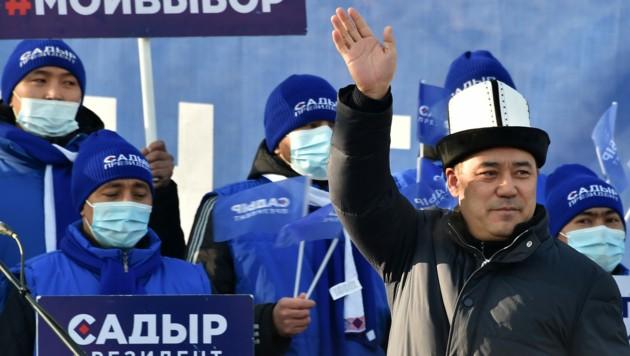 Sadyr Schaparow wird nach einem regelrechten Erdrutschsieg neuer Präsident von Krigisistan. (Bild: AFP/VYACHESLAV OSELEDKO)