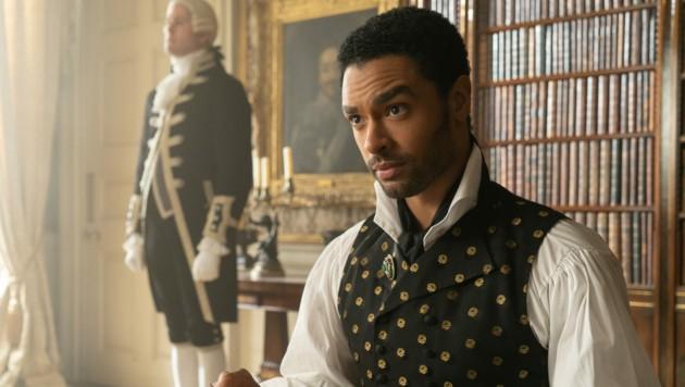 Der Duke of Hastings Simon Basset, gespielt von Regé-Jean Page (Bild: © 2020 Netflix, Inc.)