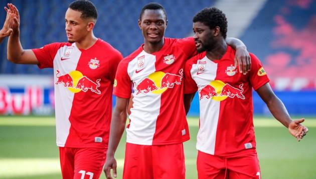 Patson Daka (Mitte) jubelt mit seinen Salzburg-Kollegen - doch wie lange noch? (Bild: GEPA )