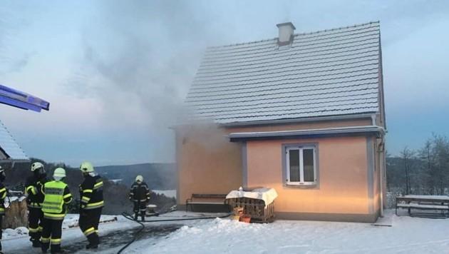 Fünf Feuerwehren waren Montagfrüh im Einsatz.