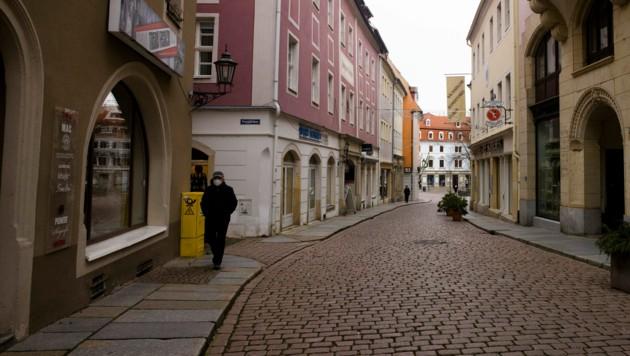 Lockdown in Deutschland: Erst ab 7. März sollen Geschäfte dort wieder öffnen können, wo es regional drei Tage lang nicht über 35 Neuinfektionen pro 100.000 Einwohnern und sieben Tagen gibt. (Bild: AP)