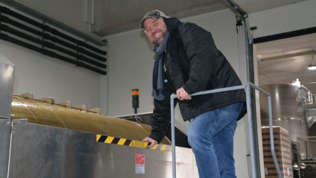 Die Eisweintrauben sind in der Presse. Gerhard Kracher freut sich über die Minusgrade.