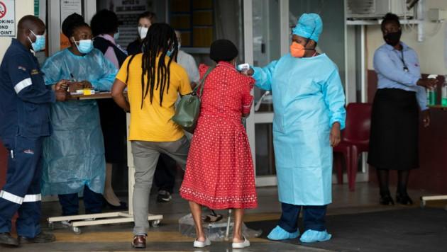 Die Virus-Variante breitet sich in Südafrika mit beunruhigender Geschwindigkeit aus. Jetzt wurden Fälle in Deutschland nachgewiesen. (Bild: AP)