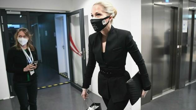 Kathrin Glock erschien nach einer Beugestrafe schlussendlich doch vor dem Ibiza-U-Ausschuss. (Bild: APA/HELMUT FOHRINGER)
