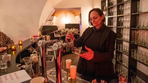 Alexandra Pervulesko in ihrem Lokal in Linz (Bild: Einöder Horst)