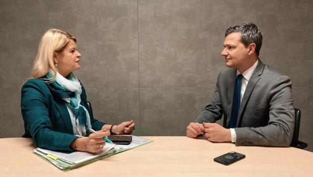 Peter Weidinger im Gespräch mit Ministerin Klaudia Tanner.