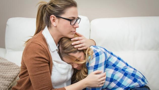 Zuhören und auch öfter einmal körperliche Nähe suchen! (Bild: David Pereiras/stock.adobe.com)
