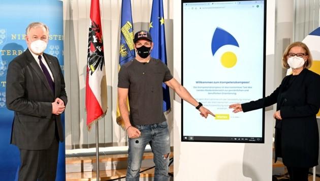 Eichtinger und Mikl-Leitner stellten das Tool mit Snowboarder und Testimonial Benjamin Karl vor (Bild: pressfotoLACKINGER)
