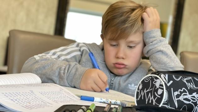 Den Schülern fehlen zuhause die sozialen Kontakte – 53 Prozent fühlen sich einsamer! (Bild: Hronek Eveline)