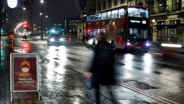 Besonders viele ausländische Arbeitskräfte kehren London den Rücken. (Bild: AP)