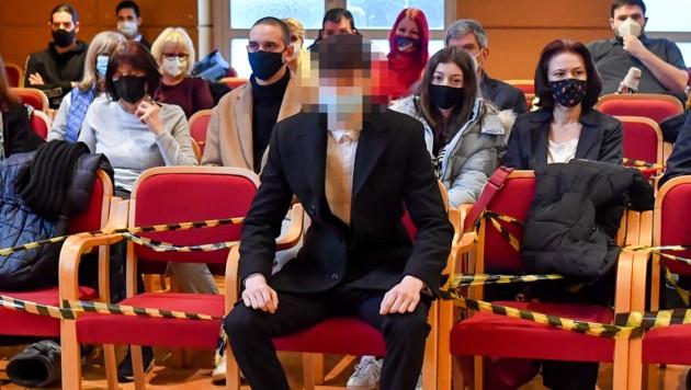 Der junge Angeklagte beim Prozess in Linz (Bild: Harald Dostal)