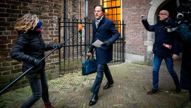 Eine Untersuchungskommission zur Kindergeld-Affäre hatte Mark Rutte und seine Regierung stark unter Druck gesetzt. (Bild: APA/AFP/ANP/Remko de Waal)