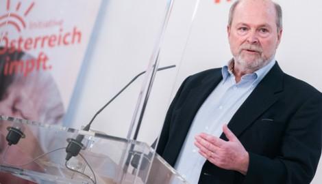 """Wir trafen den Tropenmediziner Herwig Kollaritsch beim """"Giftigen Live-Stream"""" der Ärztekammer. (Bild: APA/GEORG HOCHMUTH)"""