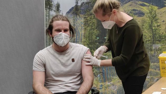 In Dornbirn erhielten Mitarbeiter des medizinischen Personals vergangene Woche eine Corona-Impfung. (Bild: APA/ANGELIKA GRABHER-HOLLENSTEIN)