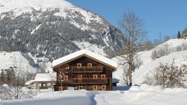 """Das Bauernhaus """"Mentlhaus"""" wurde Stück für Stück abgetragen und wieder neu aufgebaut. (Bild: zVG)"""