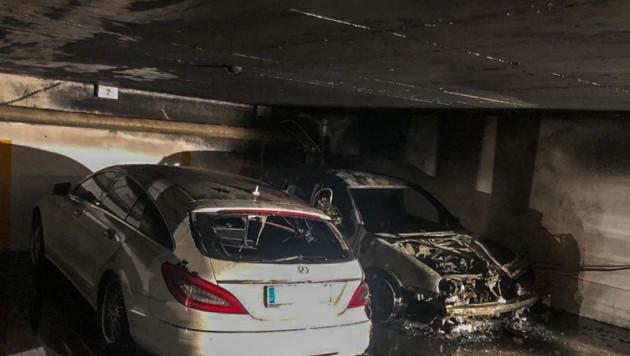 Bei zwei Fahrzeugen entstand Totalschaden. (Bild: Zeitungsfoto.at/Team)
