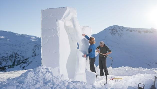 Arbeitsplatz mit Minusgraden: Schneekünstler in Aktion (Bild: Manuel Marktl)