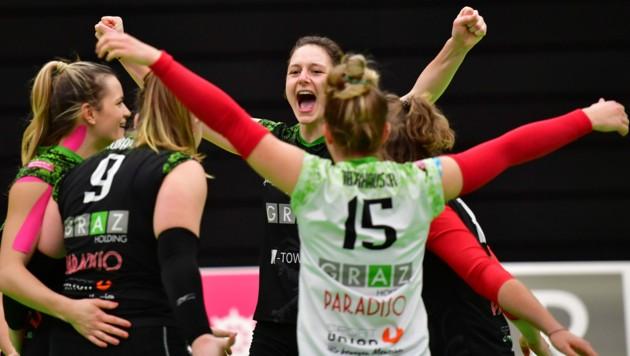 Die Vorzeichen stehen für die UVC-Volleyball-Damen um Angreiferin Ursula Erhart (Mitte) erneut auf Siegesjubel. (Bild: GEPA pictures)