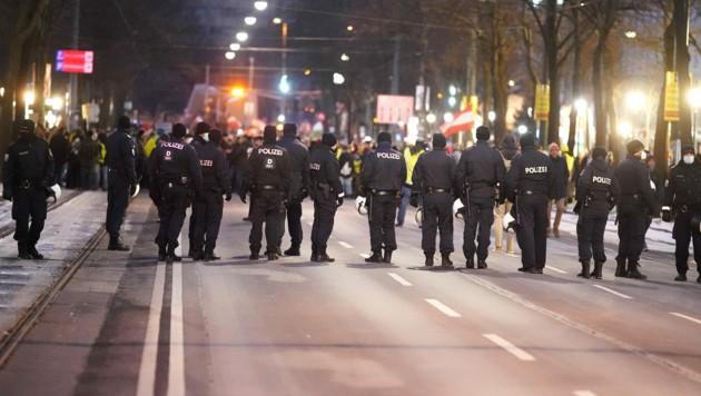 Demo gegen Corona-Maßnahmen in Wien (Bild: APA/Georg Hochmuth)