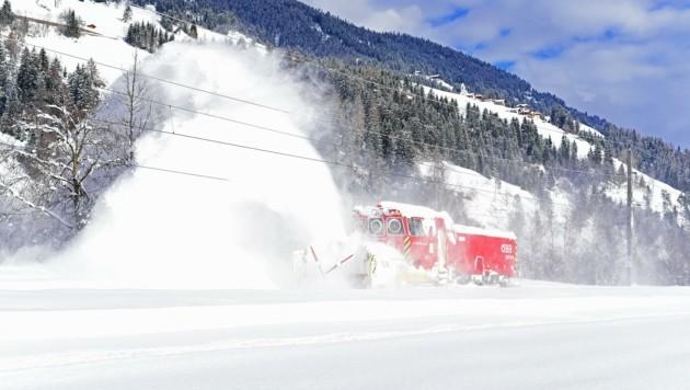 Die neue Schneeschleuder in Aktion - in Osttirol bestand sie ihre Feuertaufe. (Bild: Gerfried MOLL)