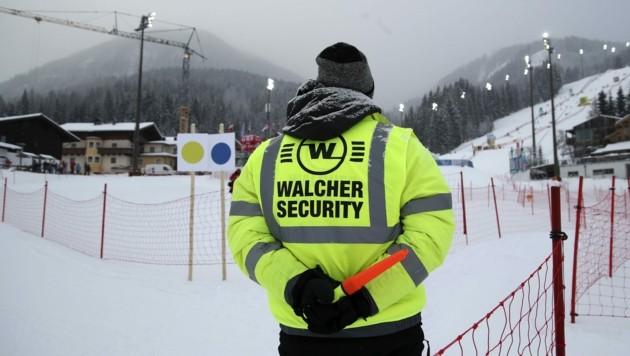 Streng bewacht: In den Zielraum in Flachau kommt nur, wer mit dem Weltcup direkt zu tun hat. (Bild: Tröster Andreas)