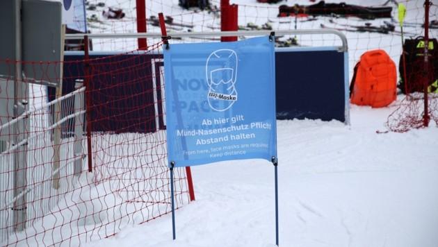 Gilt auch für Athleten: Maskenpflicht beim Lift. (Bild: Tröster Andreas)