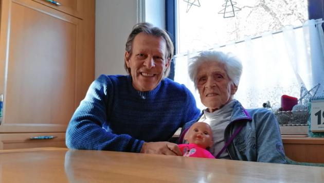 Franky Polanz mit Mama Josefine, die mit 95 Corona besiegte. (Bild: Franky Polanz)