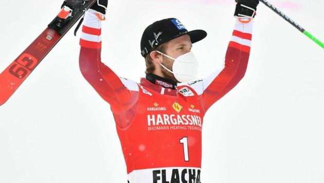 Marco Schwarz jubelt in Flachau über Platz zwei. (Bild: APA/BARBARA GINDL)