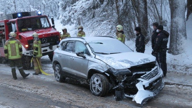 Das Fahrzeug ist nach dem Zusammenstoß ein Totalschaden. (Bild: Zoom.Tirol)