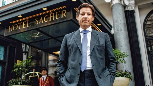 """Matthias Winkler, Sacher-Chef: """"Die Mediziner haben ein Urteil gefällt, das wir umsetzen müssen. Auch, wenn es uns nicht gefällt. Wir müssen Mitarbeitern Perspektiven bieten können."""" (Bild: ServusTV/Kelemen)"""