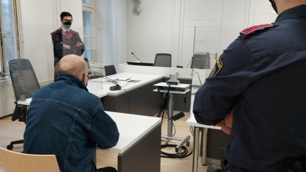 Vor Gericht wollte der 52-Jährige die Tat nicht noch einmal schildern. Er legte aber ein Geständnis ab. (Bild: APA/KERSTIN SCHELLER)