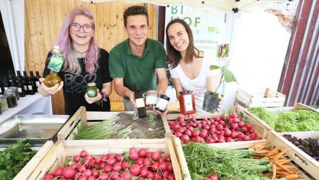 """Beim """"Markt der Erde""""-Kisterl kann Gemüse vom Biohof Pölzer geordert werden. (Bild: Judt Reinhard)"""